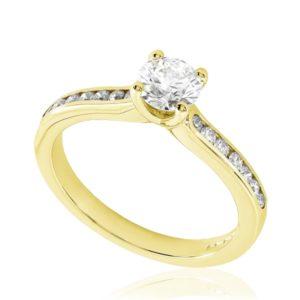 Rayonnante : Bague de fiançailles en or jaune 18k, sertie diamants G/VS. Épaules serties rail 14 diamants G/VS total 0.16 carats.