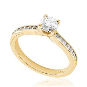 Rayonnante : Bague de fiançailles en or rose 18k, sertie diamants G/VS. Épaules serties rail 14 diamants G/VS total 0.16 carats.