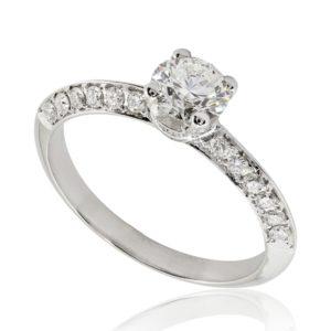Bague de fiançailles micropavée, diamant 0.51ct G SI1 taille Excellente, en or blanc 18k, taille 50. Épaules et griffes pavées, serti grain 40 diamants H/SI total 0.29 carats.