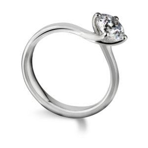 Sublime : Bague de fiançailles diamant solitaire nord-sud en platine. Production et livraison en 18 à 4 jours ouvrés.