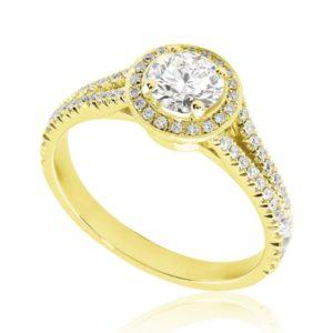 Majestueuse : Bague de fiançailles en or jaune 18k, halo sur anneau fendu et pavé. Halo et épaules serties 58 diamants G/VS total 0.29 carats.