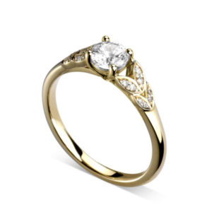 Florissante : Bague de fiançailles en or jaune 18k avec feuilles serties de diamants. Feuilles serties grains 16 diamants G/VS.