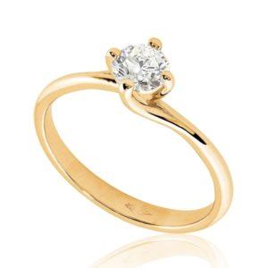 Gracieuse : Bague diamant or rose 18k, étreinte nord-sud par quatre griffes. Production et livraison en 7 à 4 jours ouvrés.