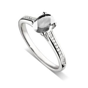 Ovale : Bague diamant en platine, cathédrale et sertie diamants G/VS. Épaules serties rail 24 diamants G/VS total 0.11 carats.