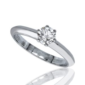 Bague diamant solitaire traditionnel à six griffes, en or blanc 18 carat