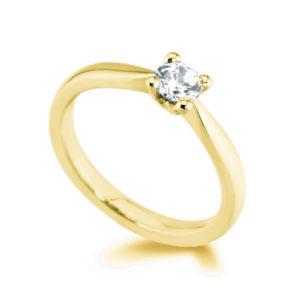 Pure : Bague solitaire diamant en or jaune 18k aux épaules effilées. Production et livraison en 7 à 4 jours ouvrés.