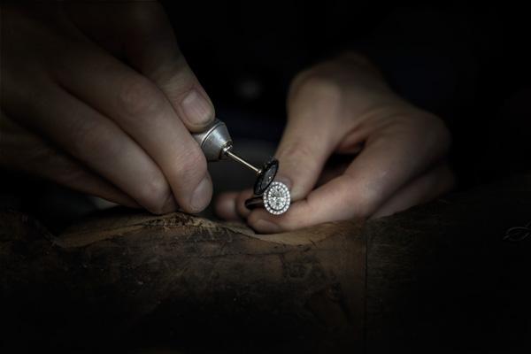 bague de fiancaille directement chez un fabricant joaillier