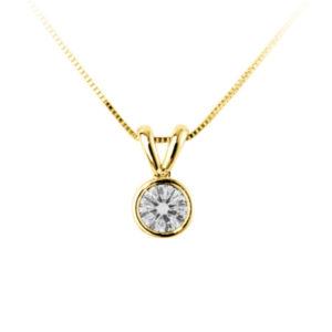 Scintillant : Pendentif diamant en or jaune 18k serti clos, chaîne en or incluse. Production et livraison en 10 à 5 jours ouvrés.