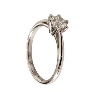 Merveilleuse : solitaire diamant, bague à six griffes et cathédrale en or blanc 18k. Production et livraison en 7 à 4 jours ouvrés.
