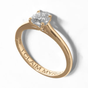 Traditionnelle : Solitaire diamant en or rose 18k , bague à cathédrale. Production et livraison en 7 à 4 jours ouvrés.