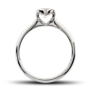 Romantique : Solitaire diamant en platine, au chaton formant un coeur. Production et livraison en 7 à 4 jours ouvrés.